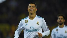 Cristiano Ronaldo przeznaczył replikę Złotej Piłki na licytację