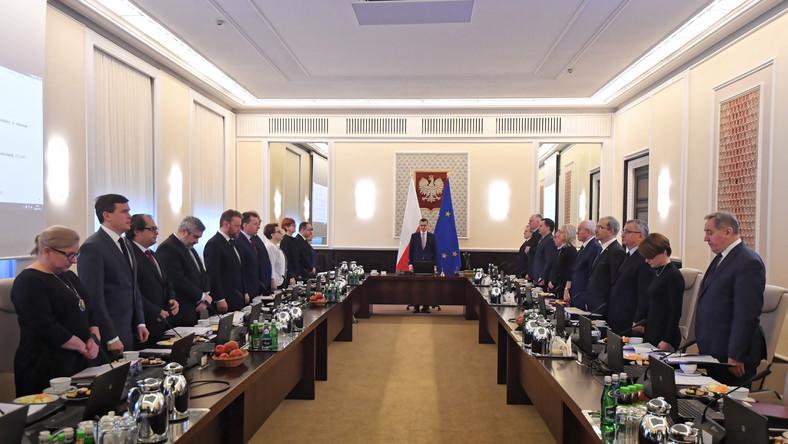 Premier Mateusz Morawiecki przed posiedzeniem rządu