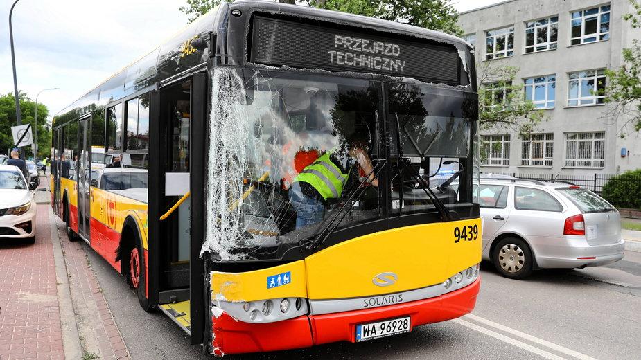 Miejsce wypadku autobusu na warszawskich Bielanach