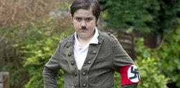 Matka zgłupiała! Przebrała syna za Hitlera i wysłała na bal