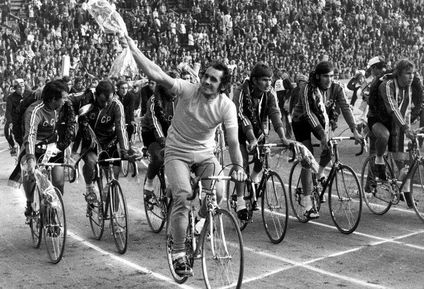 Był też trzykrotnie mistrzem świata amatorów i dwukrotnie wicemistrzem olimpijskim