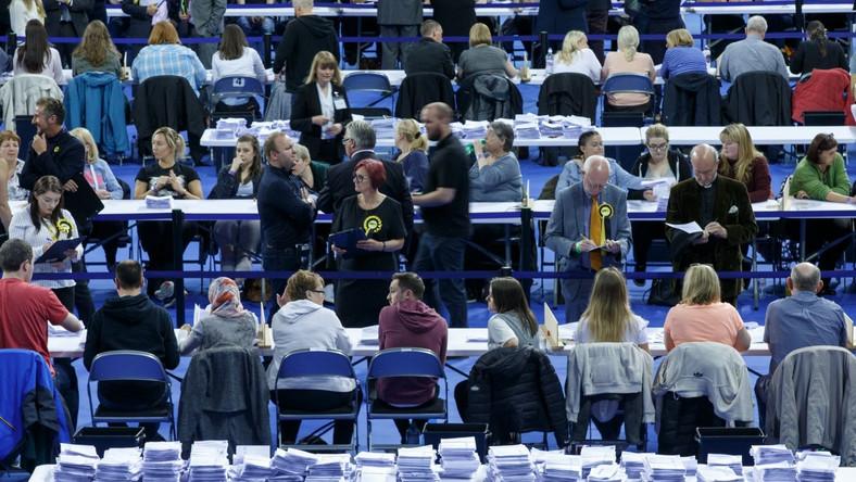 Liczenie głosów po wyborach w Wielkiej Brytanii