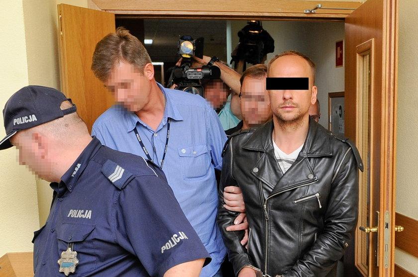 Dariusz K.doprowadzany do sądu