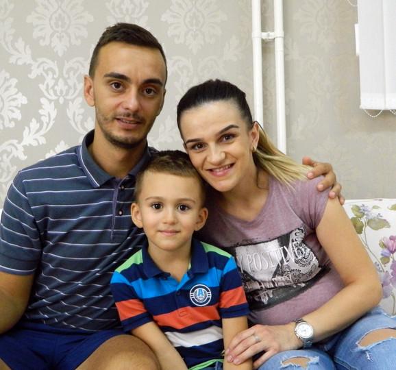 Aleksandra sa suprugom Tomislavom i sinom