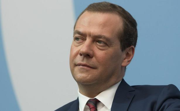 Wszystkie formy dodatkowego wsparcia dla Białorusi, dodatkowe formy kredytowania, są możliwe tylko w przypadku realizacji map drogowych i przekształcenia ich w ustawy- powiedział Dmitrij Miedwiediew