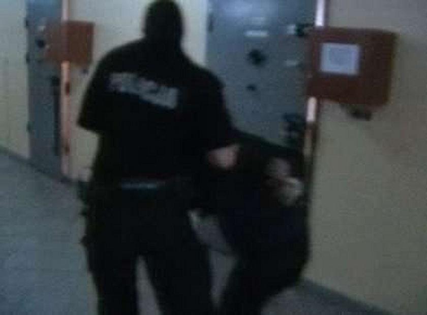 Katowice: Zwyrodnialec gwałcił swoje dzieci