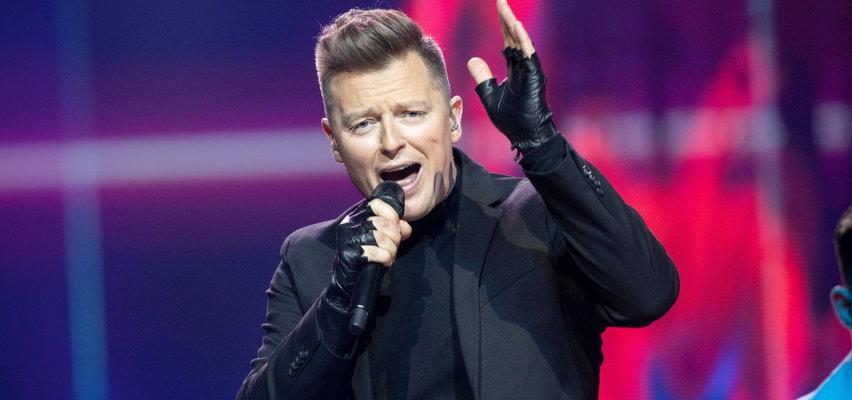"""Eurowizja 2021. O czym właściwie Rafał Brzozowski śpiewał w piosence """"The Ride""""? Przetłumaczyliśmy ją na polski i dalej nie wiemy"""