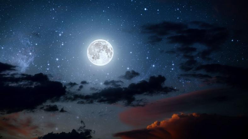 Księżyc nocą