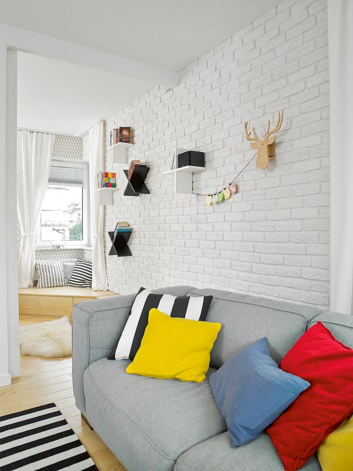 63-metrowe mieszkanie w stylu scandi. Jasne, spokojne, świetnie zaplanowane. Super pomysł na małą łazienkę!