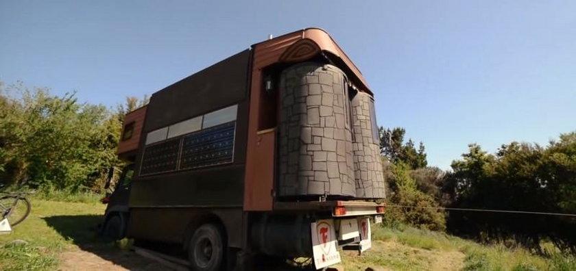 Urządzili sobie mieszkanie w ciężarówce
