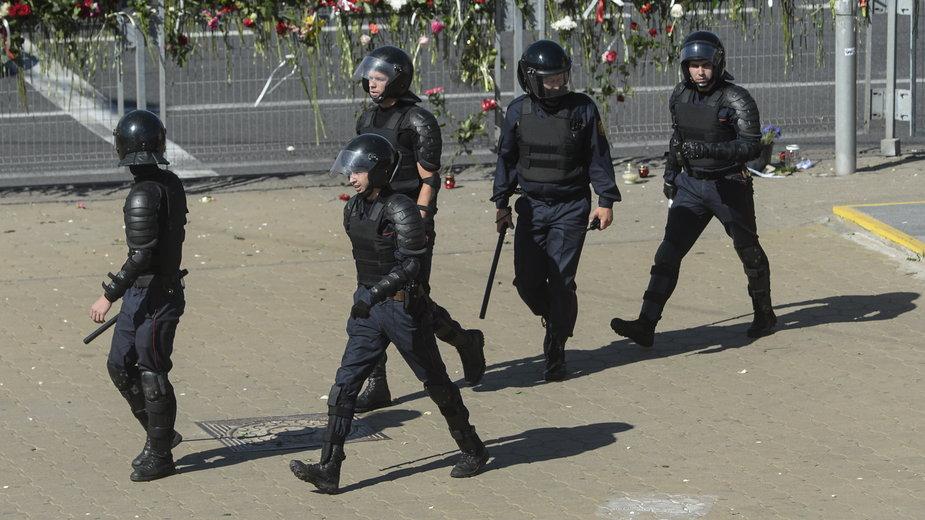 Oddziały OMON na ulicach białoruskich miast