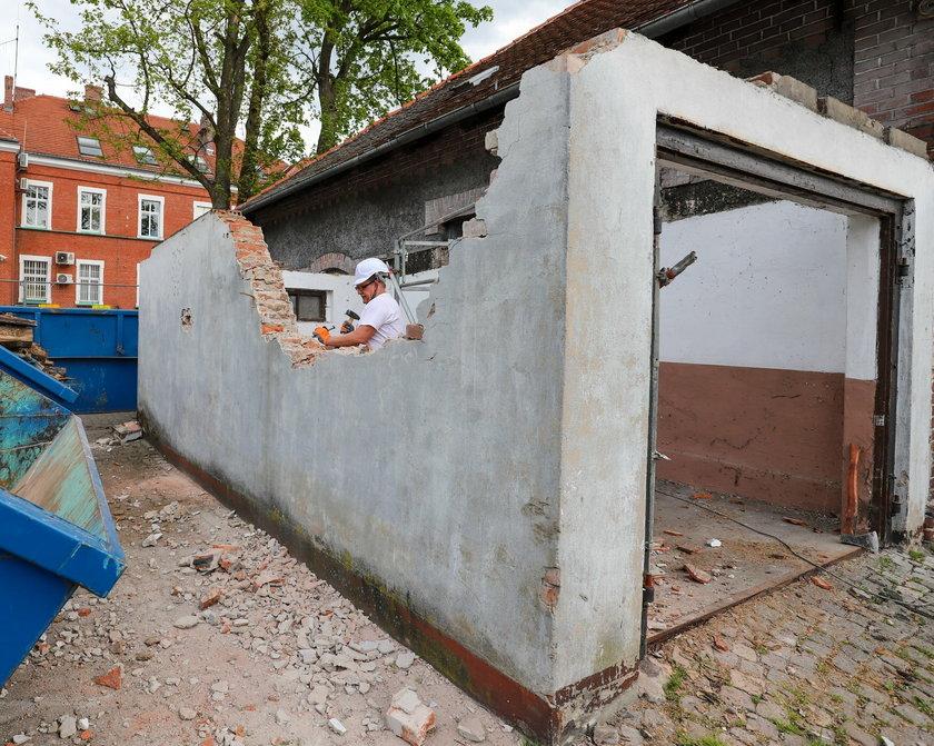 Burmistrz Lublińca rozwalił garaż.