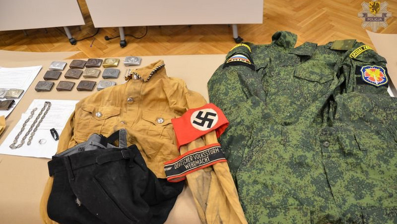 Policja znalazła również umundurowanie - nie tylko współczesne rosyjskie. Podejrzany miał w domu kompletny mundur nazistowskiego funkcjonariusza NSDAP