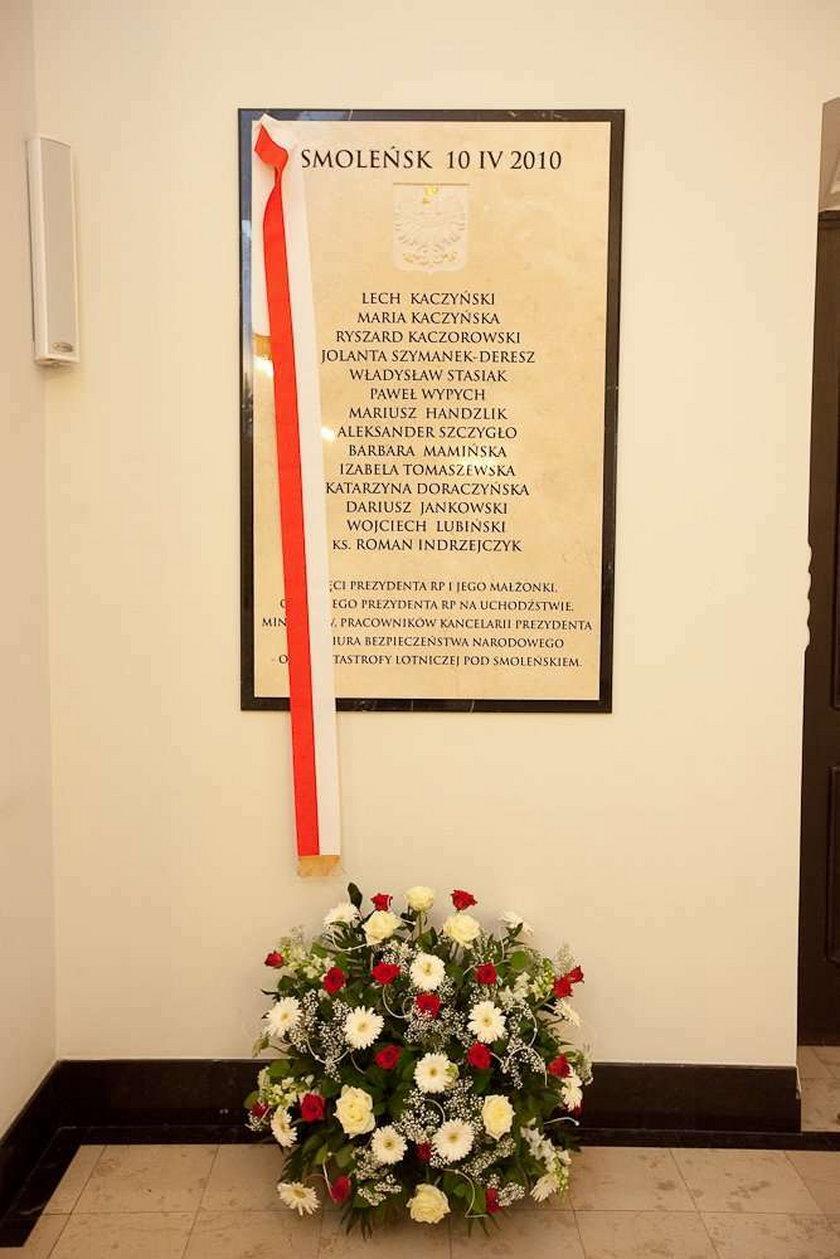 Nowa tablica smoleńska w Pałacu