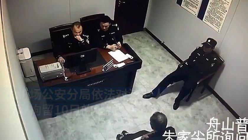 Chiny: Otworzył w samolocie drzwi awaryjne. Trafił do aresztu