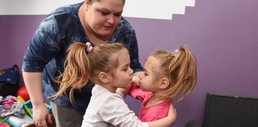Miłość małej Oliwki i jej autystycznej bliźniaczki