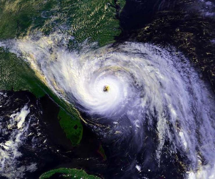 520053_1989-uragan-hugo-foto-nasa