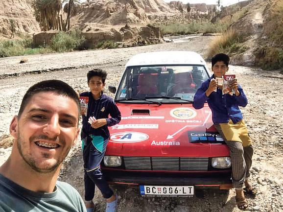 Sa dečacima u Iranu