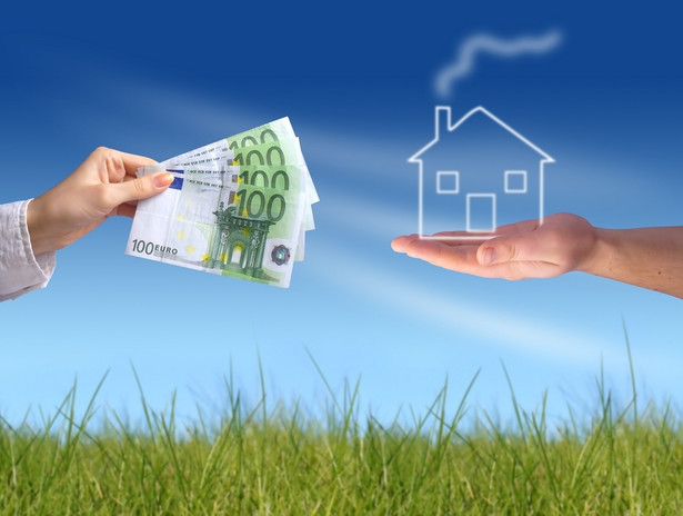 Nieruchomości, kredyt, dom, pieniądze Fot. Shutterstock