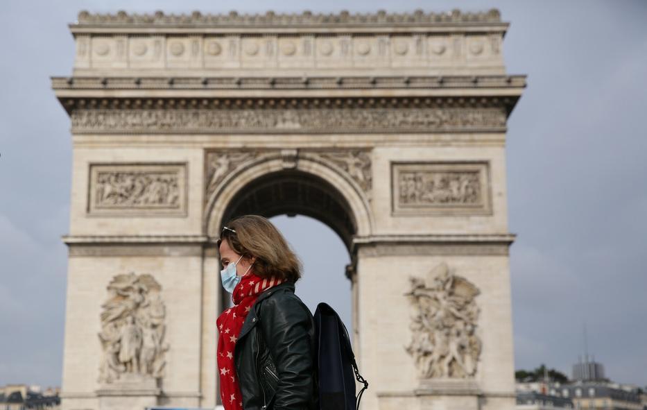 A párizsi diadalív körül sem nyüzsögnek a turisták/ Fotó: Profimedia