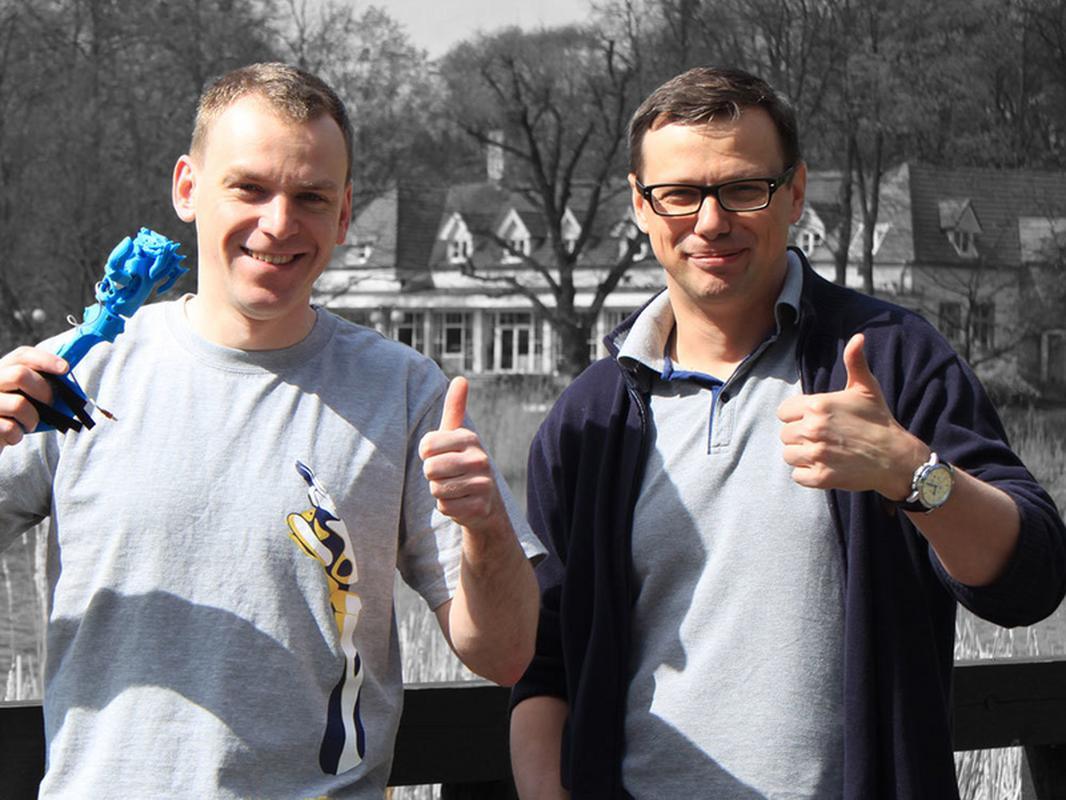 vBionic, czyli Bartosz Rajewski i Marcin Mazurek z modelem protezy dla dziecka