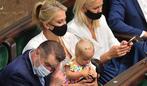 Niemowlę na obradach Sejmu. Wicemarszałek nie wytrzymał. Posłanka oburzona [WIDEO]