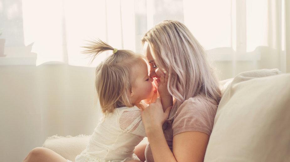 Dowiedz się, jak rozmawiać z córką o ciele