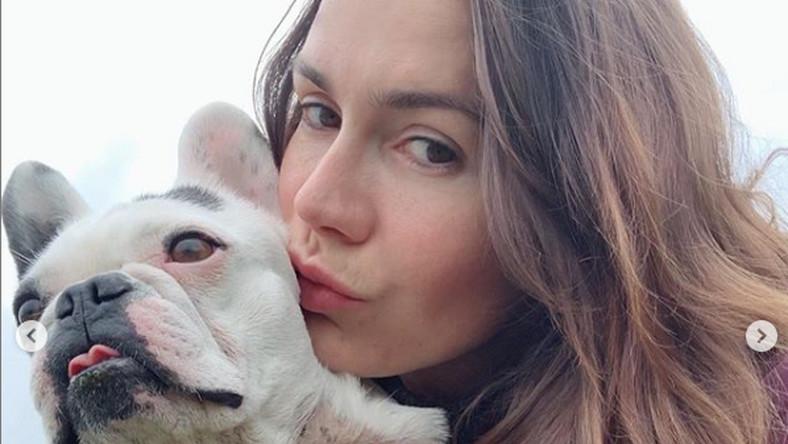Olga Bołądź z psem