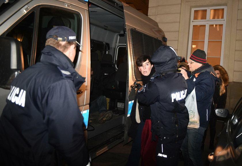 Policja interweniuje podczas manifestacji