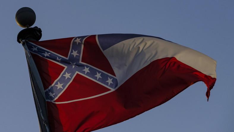 Flaga stanowa Mississippi jeszcze z symbolem Konfederacji