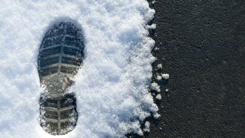 Ślad buta na śniegu
