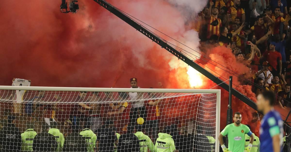 Pyrotechnik im Fußballstadion: Welche Länder dürfen zündeln?