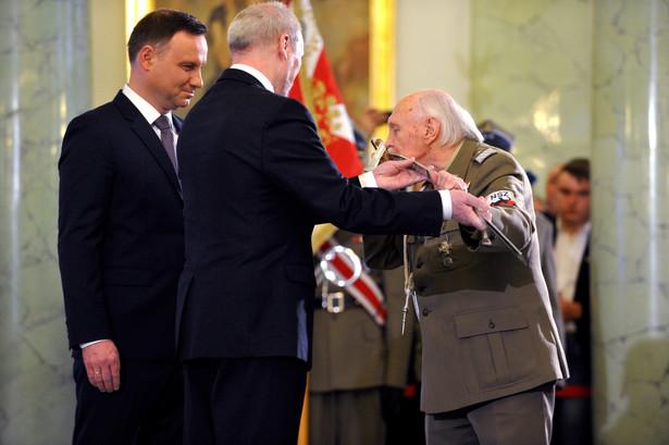 """Minister podczas wystąpienia podkreślił, że 1 marca """"jest dniem chwały Wojska Polskiego, jest być może w panteonie polskich świąt najważniejszy""""."""