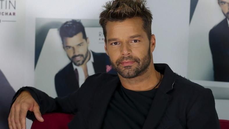 – Dawno nie byłem tak zadowolony z moich piosenek – mówi o nowym krążku Ricky Martin. –Dzięki Bogu, publiczność odbiera go z otwartymi ramionami. Bez względu na język, płyta jest numerem jeden w Libanie, a przecież jest w języku hiszpańskim. Nie ważne w jakim języku mam śpiewać, muzyka jest tam, gdzie są uczucia,a to odbiorcy postrzegają i rozumieją dobrze –podkreślał 43-letni artysta w programie GUGU
