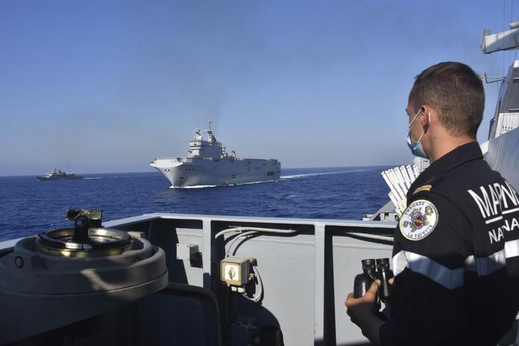REKORDNA ZAPLJENA NA KARIBIMA! Francuska mornarica pronašla 4,2 tone kokaina i uhapsila osam mornara!