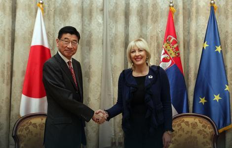 Ambasador Japana Đunici Marujami i Jadranka Joksimović tokom današnjeg susreta