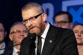 Czarzasty wykluczył Brauna z posiedzenia Sejmu. Powód: Poseł Konfederacji odmawiał założenia maseczki