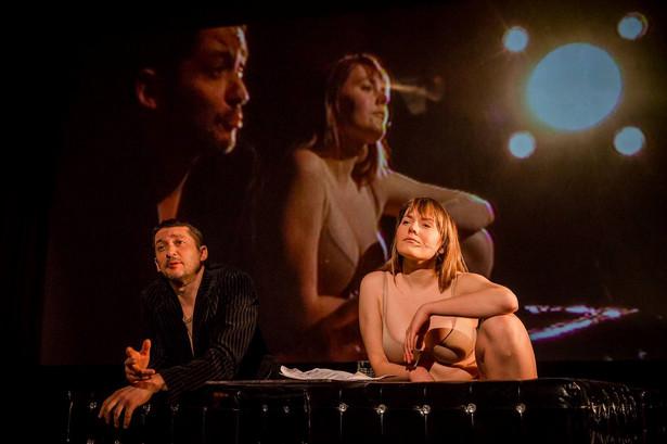 W spektaklu zobaczymy m.in. Magdalenę Lamparską, Wojciecha Brzezińskiego i Daniela Chryca. Fot. Katarzyna Chmura-Cegiełkowska