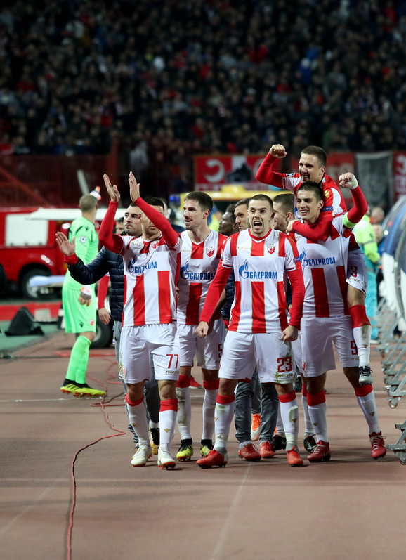 Velika noć 6. novembra: Fudbaleri Zvezde slave pobedu protiv Liverpula