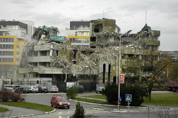 Rok za rušenje ostataka Ambasade je 75 dana