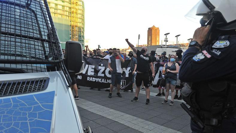 Przemarsz nacjonalistów, narodowców, przeciwników LGBT w Katowicach