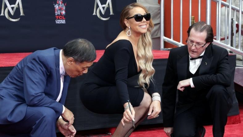 Wczoraj wokalistka odciskała dłonie i stopy przed TCL Chinese Theatre w Hollywood...
