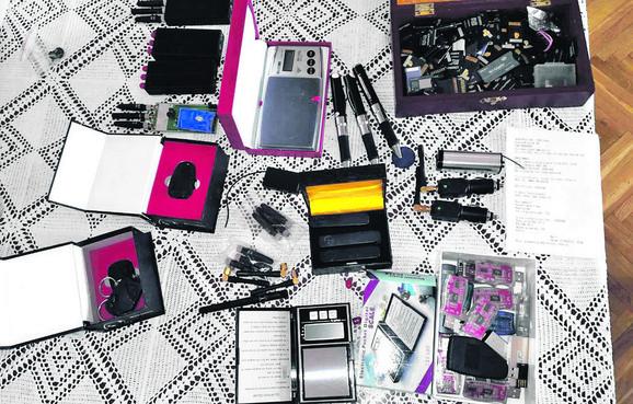 Čeka se veštačenje usb memorija i mobilnih telefona