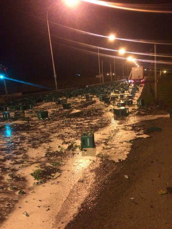 Razbijene flaše, gajbe i pena za njima