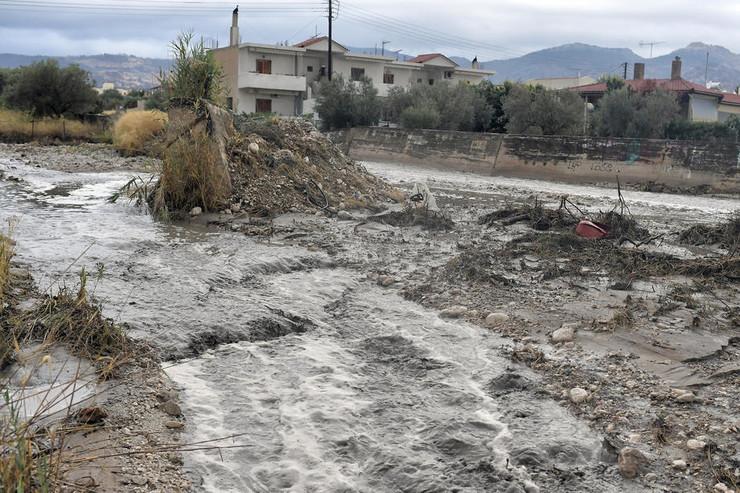 Hibridna oluja Janos, Grčka, poplave