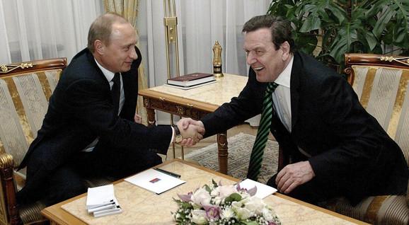 Putin i Šreder u rezidenciji ruskog predsednika kod Moskve 2004.