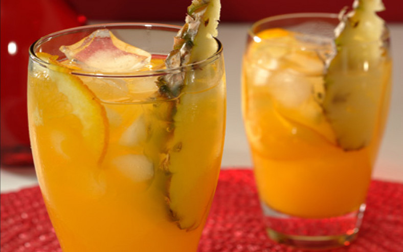 Pineapple and orange detox water flushes out fat [Brands Kitchen]