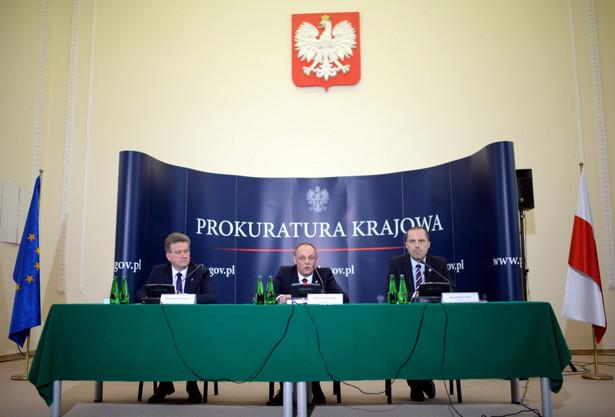 Zastępca prokuratora generalnego Marek Pasionek oraz prokuratorzy z Zespołu Śledczego nr 1 Marek Kuczyński i Krzysztof Schwartz
