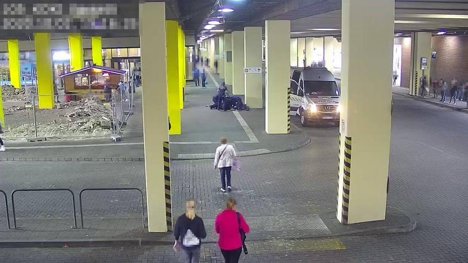 Az ügyészség által közzétett felvételek a Köki-terminálnál történt támadásról / Fotó: ugyeszseg.hu