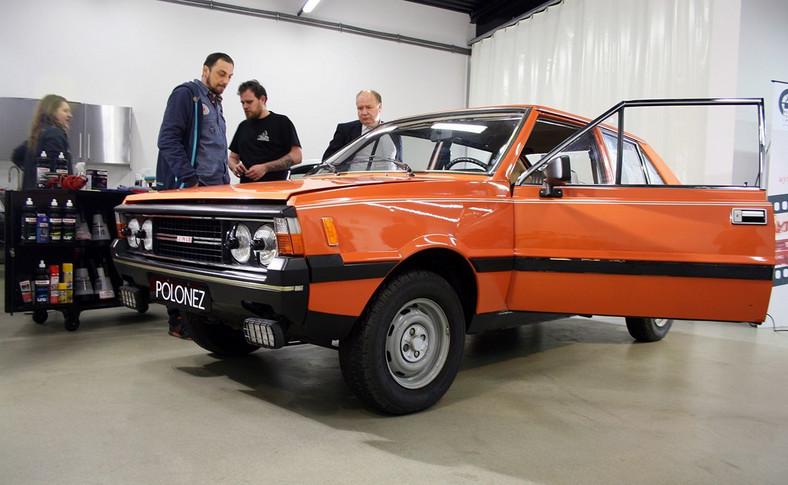 Polonez 3d trafił w ręce ekspertów ze studia Detailingshop.pl, którzy przy wykorzystaniu specjalistycznych narzędzi Flex i kosmetyków Sonax walczą o drugą młodość tego auta
